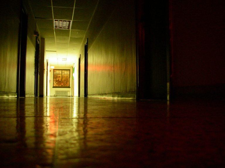 Lampy na korytarz – jaki sposób oświetlenia wybrać?